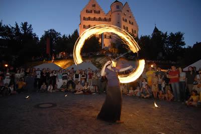 Die Feuershow für Geburtstage Hochzeiten Feste und Feiern.